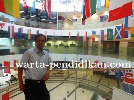 Drs. Irfan Saumi, M.Pd, Tokoh Pendidik yang Malang-melintang Antar Negara