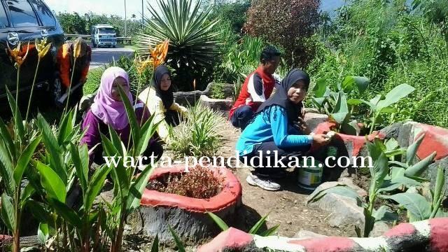 Ikuti Himbauan Pemerintah Daerah, SDN 18 Sungai Pandahan Rehab Taman Kota