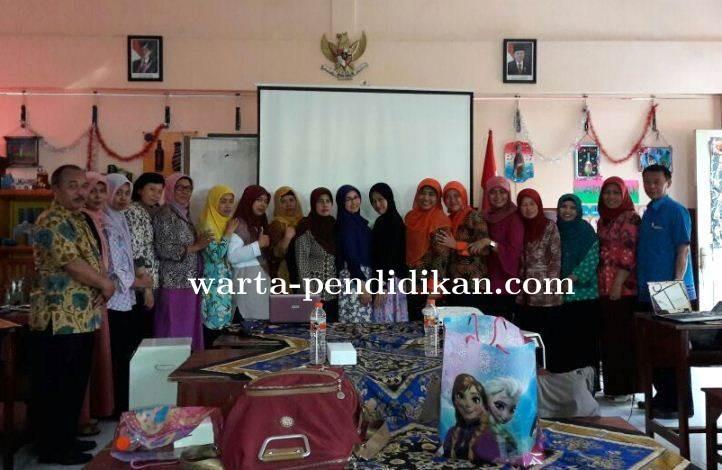 Workshop Kepenulisan Ilmiah Guru Angkatan Pertama Kota Malang Sukses di Hari Pertama