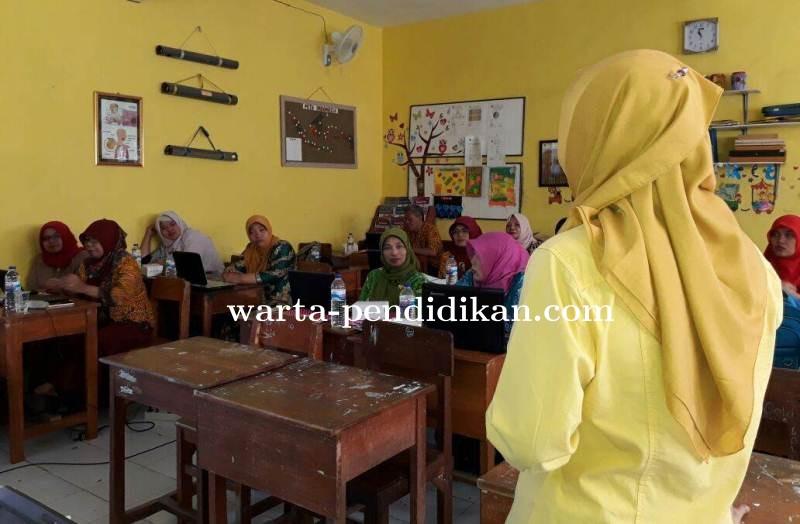 Santy_Fidrianna_saat_membimbing_angkatan_2.jpg